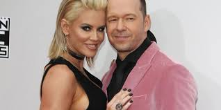 Jenny Mccarthy Bathtub Jenny Mccarthy Pens Love Letter To Donnie Wahlberg Celebrities