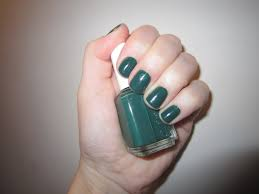 the beauty of life mani of the week essie going incognito