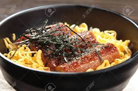 cuisiner l anguille une photo de la cuisine du riz à l anguille banque d images et