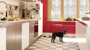 carrelage pour sol de cuisine repeindre le carrelage au sol de la cuisine côté maison