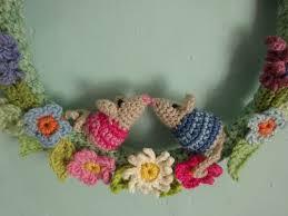 Tiny Flower Crochet Pattern - attic24 little mouse wreath