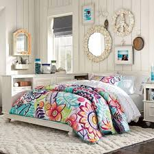 deco mur chambre ado idée déco chambre de fille ado literie à motifs floraux les