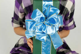 Gift Wrapping Bow Ideas - diy christmas bows everyone will love