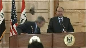 BBCBrasil.com | Reporter BBC | Jornalista iraquiano atira sapato em ...