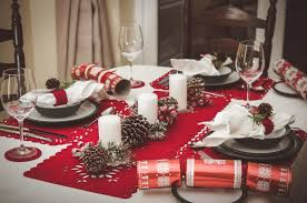Christmas Cracker Table Decoration by 11 Styling Secrets To Decorating The Perfect Christmas Table