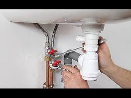 plomberie evier cuisine installer l arrivée d eau et l évacuation d un lavabo