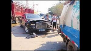 roll royce india rolls royce live accident captured in cam youtube