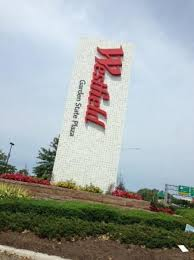 route 17 entrance picture of westfield garden state plaza