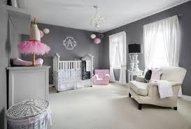 chambre de bébé gris et blanc chambre enfant chambre bébé fille gris murs gris mobilier