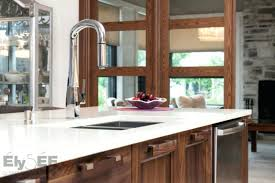 cuisine blanc et noyer comptoir de cuisine blanc cuisine contemporaine en noyer comptoir