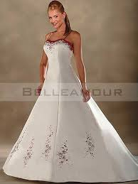 robe de mariã e traine de mariée dos nu blanc bretelles broderies longue traîne