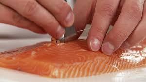 cuisiner un filet de saumon faire la cuisine filet de saumon préparer hd stock 407