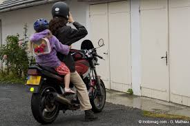si e moto enfant spécial rentrée comment emmener enfant à moto moto magazine