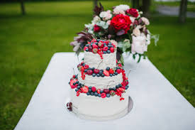 choosing a cake or dessert for your summer wedding