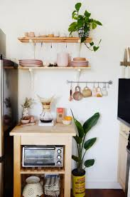 Decorating Ideas For Small Kitchens by Best 25 Studio Apartment Kitchen Ideas On Pinterest Small