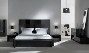 chambre noir gris unechambretrsbelleavecungrandlitetdesarmoiresblanches chambre