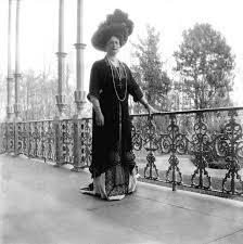 1910 empress alexandra wearing a hobble skirt grand ladies gogm