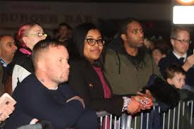 pictures hundreds turn out to watch wycombe wanderers star