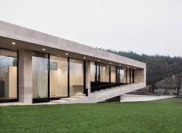 Slope House Slight Slope Long House By I O Architects Architecture Lab