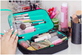 makeup travel bag images What 39 s in my makeup bag makeup travel essentials video jpg