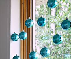 Window Christmas Decorations by How To Hang Christmas Ornaments In A Window No Damage Dans Le