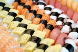 cuisine japonaise traditionnelle rouleaux de sushi cuisine japonaise traditionnelle photographie