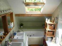 salle de bain dans chambre sous comble aménager une salle de bains sous les toits travauxcom salle de