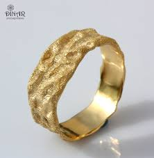hammered gold wedding band rustic gold wedding band 18k solid gold men band by dinarjewelry