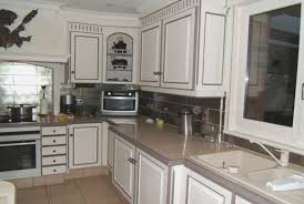 cuisine taupe cuisine bois et noir simple cuisine taupe et bois