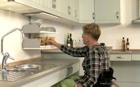 fauteuil cuisine l aménagement d une cuisine pour une personne en fauteuil roulant