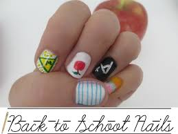 nails beautify themselves with sweet nails