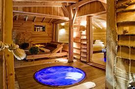 chambre insolite paca hébergement insolite dans les arbres cabane spa