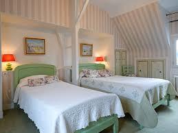 chambre fleurie hôtel de la côte fleurie 2 étoiles à deauville dans le calvado