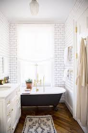 Bathroom Tile Layout Ideas by Best 25 Small Narrow Bathroom Ideas On Pinterest Narrow