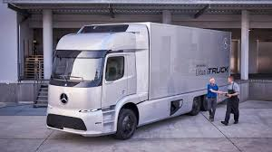 electric company truck daimler isn u0027t worried about tesla u0027s electric semi truck exec says