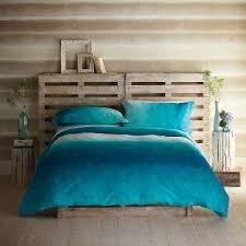 chambre taupe et bleu tête de lit en palette dans chambre taupe et bleu