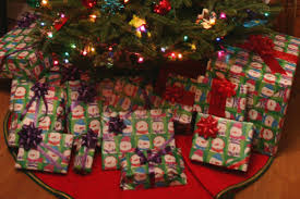 use color coded gift wrap this christmas chica and jo