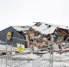 si e lidl irland plünderer zertrümmern lidl markt und werfen steine auf