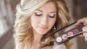 Becoming A Makeup Artist Online Become A Freelance Makeup Artist Online Course From Go Groopie