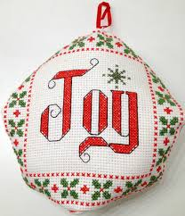 ornament biscornu free cross stitch pattern yiotas xstitch