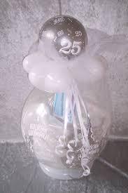geschenke zum 25 hochzeitstag silberhochzeit geschenk im ballon luftballon geschenkverpackung