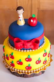 snow white cake from a snow white birthday party on kara u0027s party