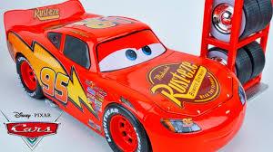 disney pixar cars lightning mcqueen tire change pit stop piston