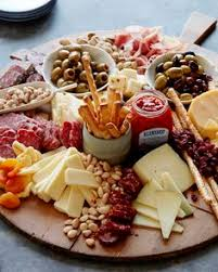 look at this amazing rustic fall cheese and fruit tray my friend