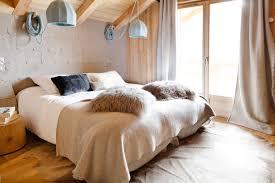 linge de lit style chalet montagne chalet belliou serre chevalier 14 personnes