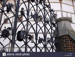 wrought iron gate of shakespeare u0027s globe theatre bankside stock