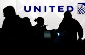 United Airlines How Many Bags United Airlines Raises Payment Limit For Bumped Passengers To 10 000