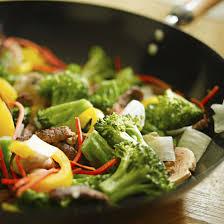 cuisiner au wok cuisine au wok 10 conseils pour réussir votre recette chinoise
