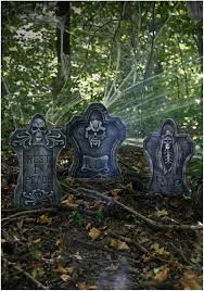 how to make halloween yard decorations halloween decorations cemetery entrance halloween graveyard