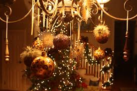 How To Decorate Christmas Balls Ornaments Christmas Chandelier Decorations Ideas Christmas Chandelier